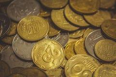 Bakgrund med ukrainska mynt arkivbilder