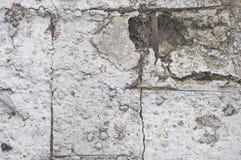 Bakgrund och textur av betong med sprickor och skada royaltyfri fotografi