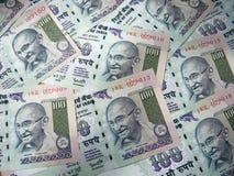 Bakgrund och textur av indisk valuta 100 rupie sedel Royaltyfria Foton