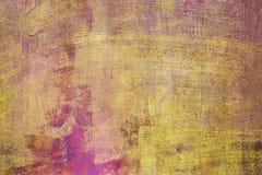 Bakgrund och textur av purpurfärgade och gula cementväggar som fylls med skrapor royaltyfri fotografi