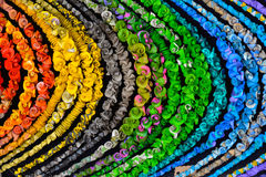 Bakgrund som består av en mängd av mångfärgade halsband Fotografering för Bildbyråer