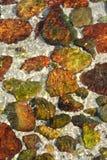 bakgrund som den färgrika stenen i klart vatten arkivbild