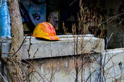 bakgrund som fäster isolerad banawhite för hård hatt ihop Fotografering för Bildbyråer