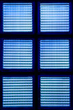 Bakgrund som göras av blått exponeringsglas. Fotografering för Bildbyråer