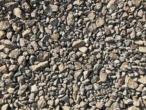 Bakgrund som göras av en closeup av en hög av den krossade stenen Arkivfoton