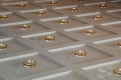 Bakgrund som kvadreras med guld- cirklar royaltyfri fotografi