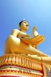 bakgrund stora blåa buddha ger lyckaskyen fotografering för bildbyråer