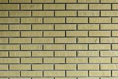 Bakgrund Tegelstenvägg av guling medf8ort arkivbild