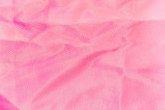 Bakgrund textur av skrynkligt rosa siden- tyg Royaltyfria Bilder