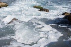 Bakgrund vaggar havet Royaltyfri Bild