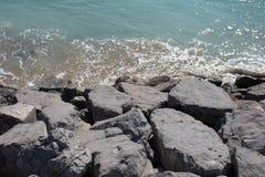 Bakgrund vaggar havet Fotografering för Bildbyråer