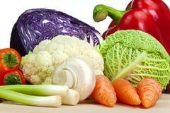 bakgrund vita isolerade organiska grönsaker Royaltyfri Fotografi