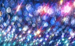 Bakgrunden av de ljusa glänsande strålarna på blåtten arkivfoton