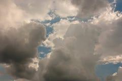 Bakgrunden för stormmoln Royaltyfria Bilder