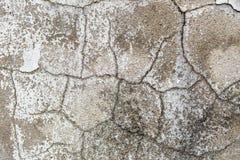 Bakgrunden från den gamla spruckna väggen Fotografering för Bildbyråer