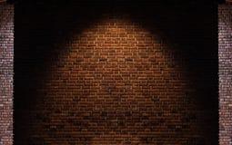 Bakgrunder för textur för tegelstenvägg, med den ljusa fläcken på mitt Royaltyfri Foto