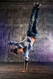 bakgrundsavbrottsbreakdancer dansar danswhite Arkivfoton