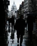 bakgrundsben stor dag regniga london fotografering för bildbyråer