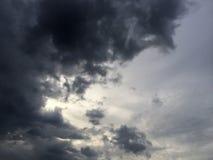 bakgrundsbluen clouds cloudscapeskyen Arkivbilder