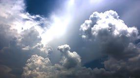 bakgrundsbluen clouds cloudscapeskyen Fotografering för Bildbyråer