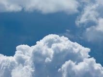 bakgrundsbluen clouds skyen Arkivfoton
