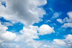 bakgrundsbluen clouds skyen Naturlig skysammansättning naturlig sky för sammansättning element för klockajuldesign arkivbild
