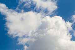 bakgrundsbluen clouds skyen Naturlig skysammans?ttning naturlig sky f?r sammans?ttning element f?r klockajuldesign fotografering för bildbyråer