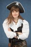 bakgrundsbluen piratkopierar känslomässigt poserar kvinnan Arkivfoton