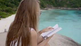 bakgrundsboken skapade ps-avläsningskvinnan lager videofilmer