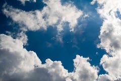bakgrundscl clouds skyen Royaltyfri Foto