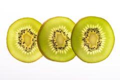bakgrundsclosefrukt isolerade kiwien över övre white Arkivfoto