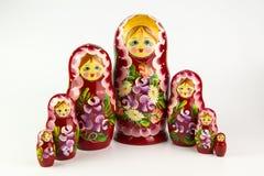 bakgrundsdockor som bygga bo white för russia rysssouvenir Royaltyfri Fotografi