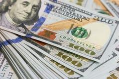 Bakgrundsdollarräkningar stänger sig upp Royaltyfri Fotografi