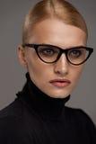 bakgrundsglasögonkvinnlig över white Härlig kvinna i exponeringsglas, Eyewear Arkivbild