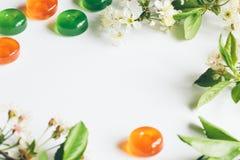 Bakgrundsgodis och blommor Arkivbild