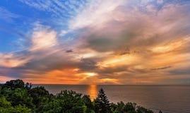 bakgrundshavet sänder soluppgång Arkivfoto