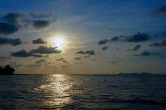 bakgrundshavet sänder soluppgång Fotografering för Bildbyråer