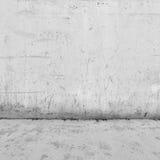 Bakgrundsinre: betongvägg och golv Arkivfoton