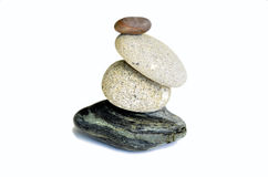 bakgrundsjämvikt balanserade färgade close upp fyra stenar för greypebblesten Arkivbilder
