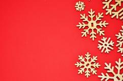 bakgrundsjulen isolerade vita snowflakes Fritt avstånd för text royaltyfria bilder