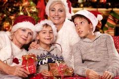 bakgrundsjulen stänger upp röd tid lycklig familj Royaltyfria Bilder