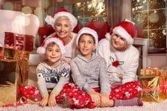 bakgrundsjulen stänger upp röd tid lycklig familj Royaltyfri Fotografi