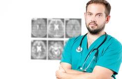 bakgrundskameradoktorn isolerade att se male s-stetoskopwhite Sjukvård Royaltyfria Bilder