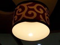 bakgrundskula som kallar sunen för lampa för dagörtlampa Arkivfoto