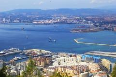 Bakgrundslandskapsikt från ovannämnt till Gibraltar och havet uppifrån av vagga av Gibraltar Arkivbilder