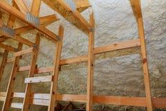 Bakgrundspolyuretanskum för termisk isolering av väggar arkivfoton