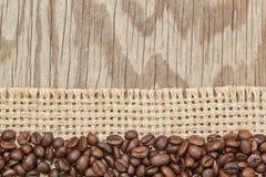 Bakgrundsram av kaffebönor på att hänga lös. Royaltyfri Foto
