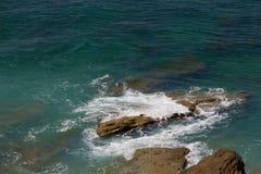 Bakgrundssikt på foa för vit för hav för hav för uddeTrafalgrar turkos Arkivbilder