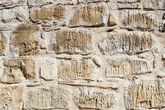 Bakgrundstextur av en beige tegelstenvägg Arkivfoton