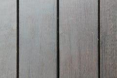Bakgrundstextur av träpryda med parallella plankor med mellanrum Arkivbilder